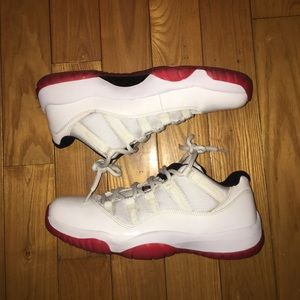 Air Jordan 11 Low Cherry